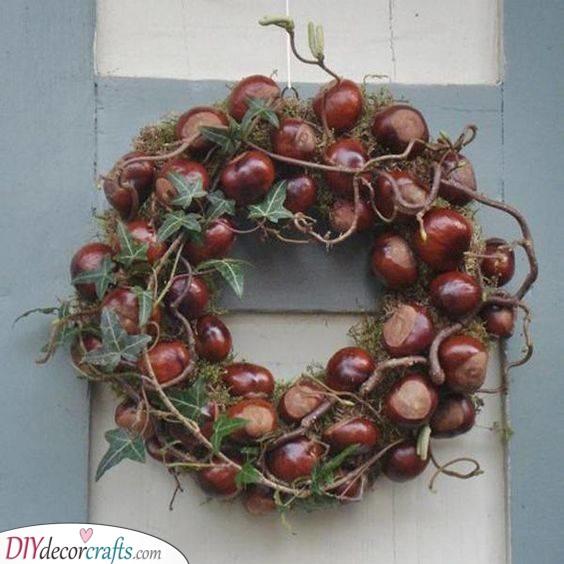 Conker Wreath - Lovely Fall Wreath Ideas
