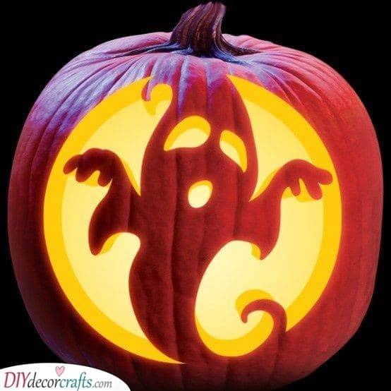 A Scary Ghost - Creative Pumpkin Decorating Ideas
