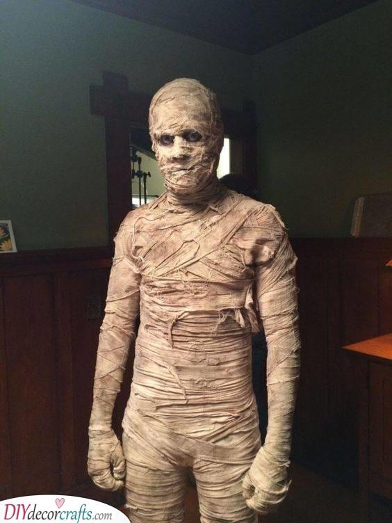 The Curse of the Mummy - DIY Halloween Costume Ideas