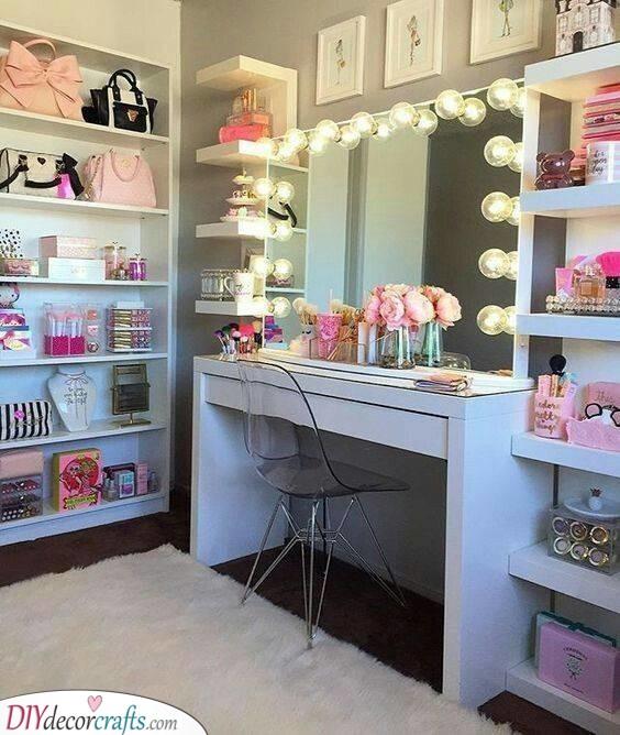 A Vanity Mirror - Small Bedroom Ideas for Teenage Girl