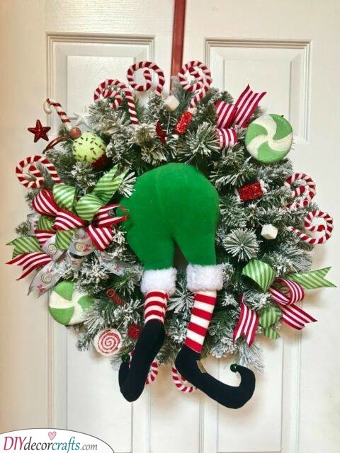 Trying to Get In - Christmas Wreath Ideas