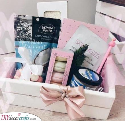A Box of Favourites - Best Christmas Presents for Sister