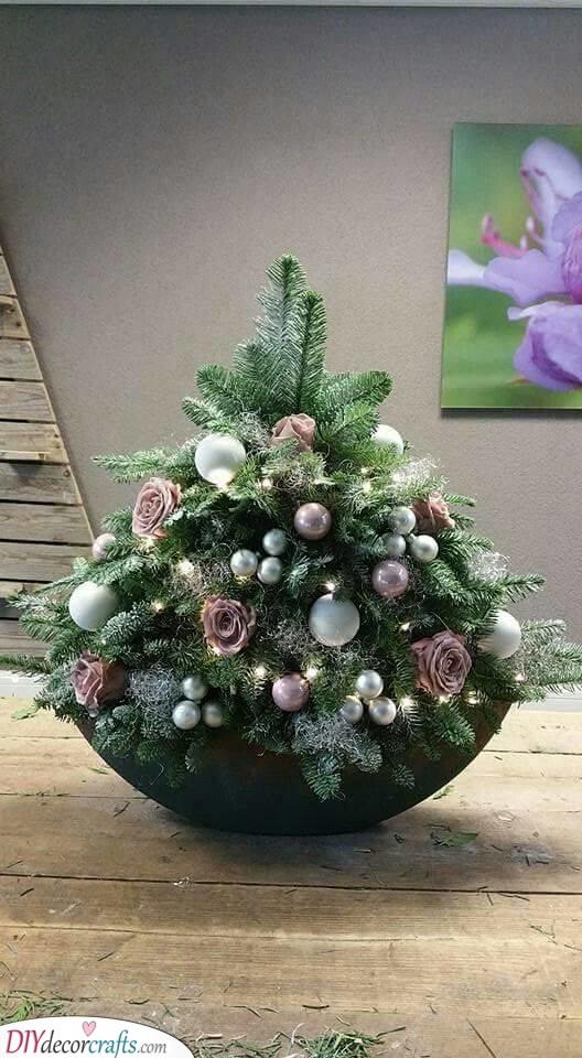 A Beautiful Christmas Tree - Decorate It