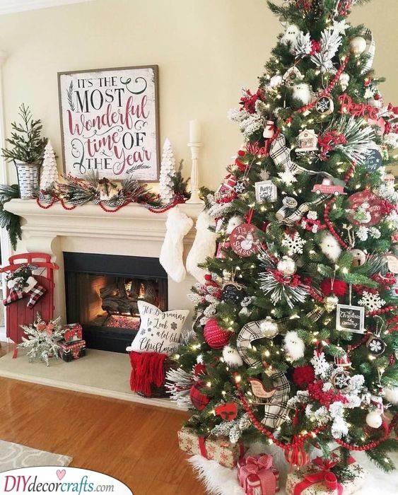 A Classic Look - Best Christmas Tree Decorations
