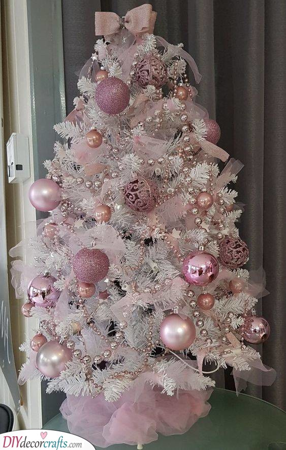 Pretty in Pink - The Best Christmas Tree Decorations