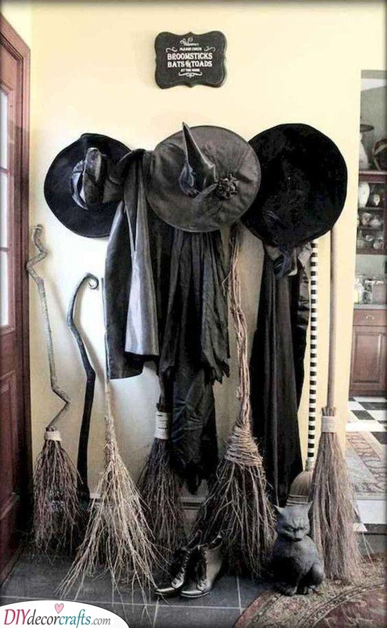 A Gathering of Witches - Halloween Party Decorations