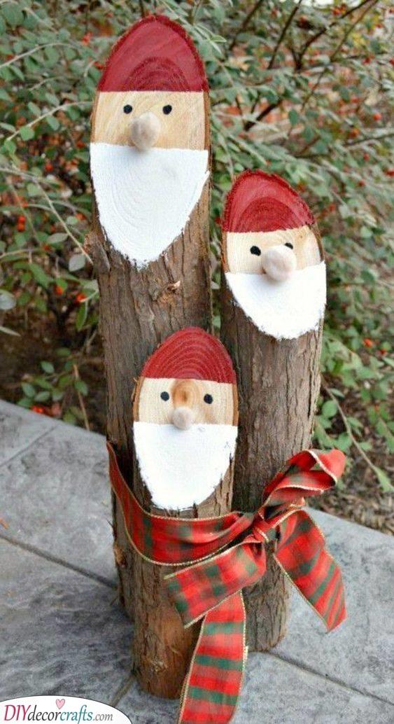 Small Santa Claus Logs - Outdoor Christmas Decoration Ideas