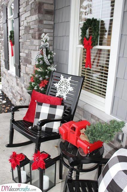 A Winter Porch - Easy Outdoor Christmas Decorating Ideas