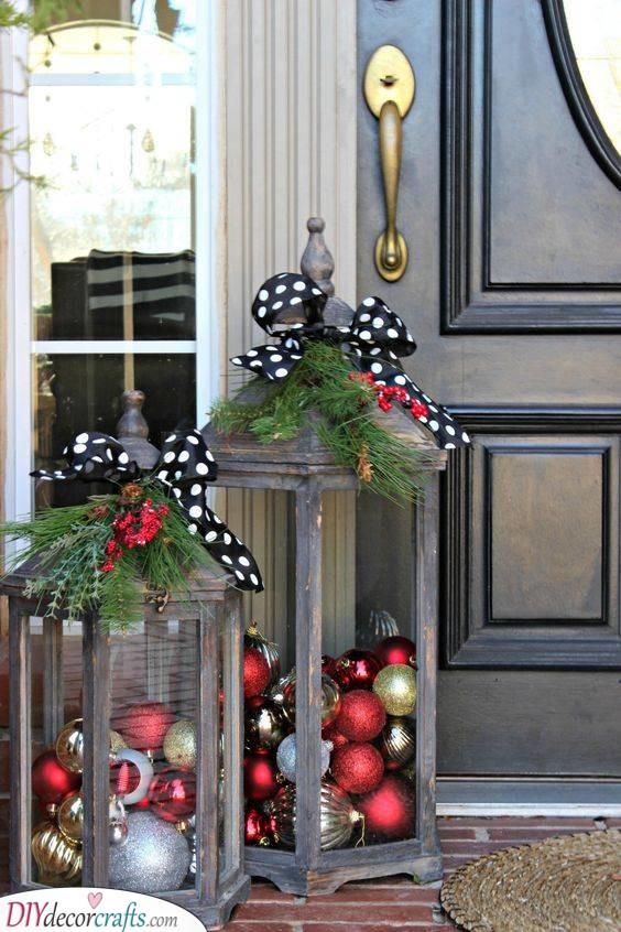 Wintery Lanterns - Outdoor Christmas Decoration Ideas
