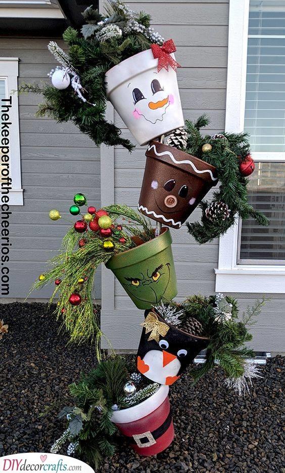 Topsy Turvy Pots - Easy Outdoor Christmas Decorating Ideas