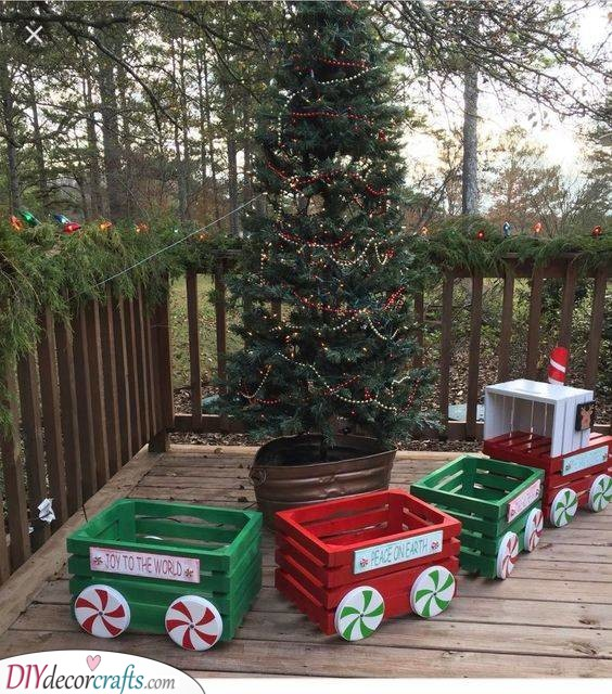 A Christmas Train - Reusing Old Crates