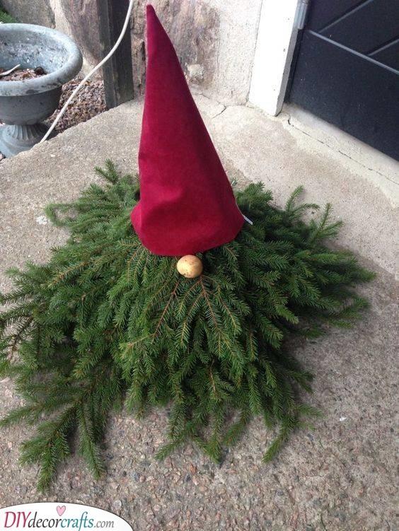 A Fir Elf - Easy Outdoor Christmas Decorating Ideas