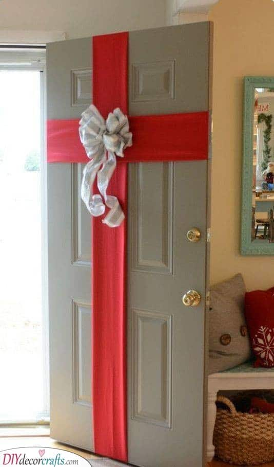 A Wrapped Door - Easy Outdoor Christmas Decorating Ideas