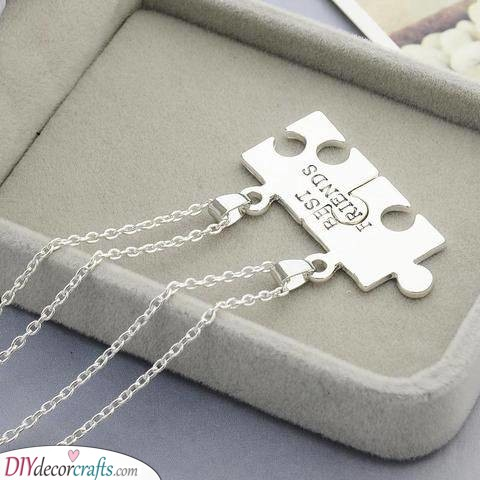 Best Friends - A Beautiful Necklace