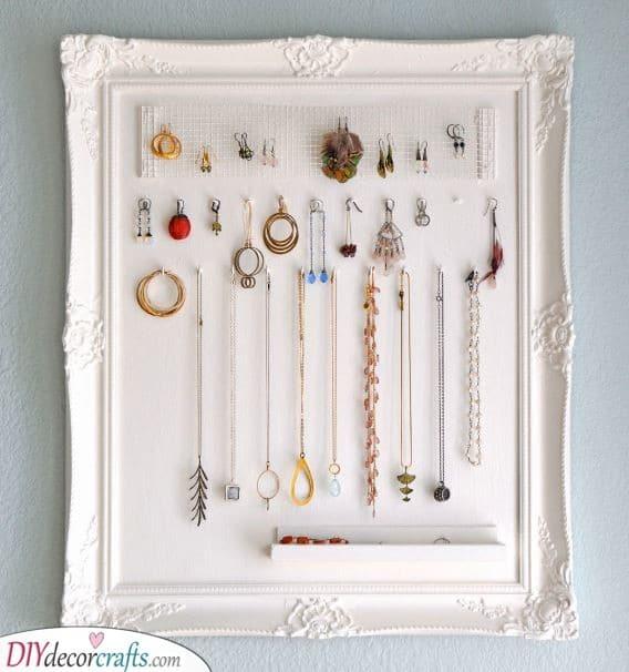 A Jewellery Box - DIY Jewellery Organizers