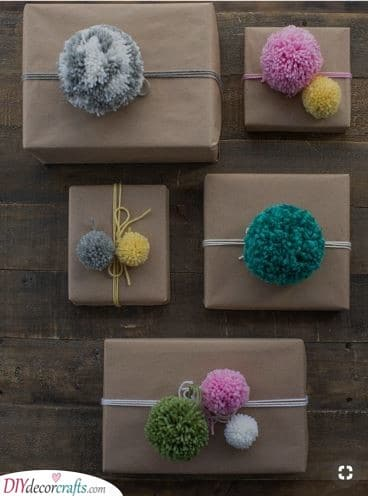 Pom-Pom Ideas - Christmas Wrapping Gifts