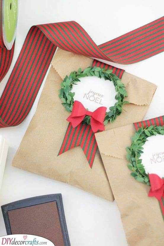 Include a Wreath - Christmas Wrapping Ideas