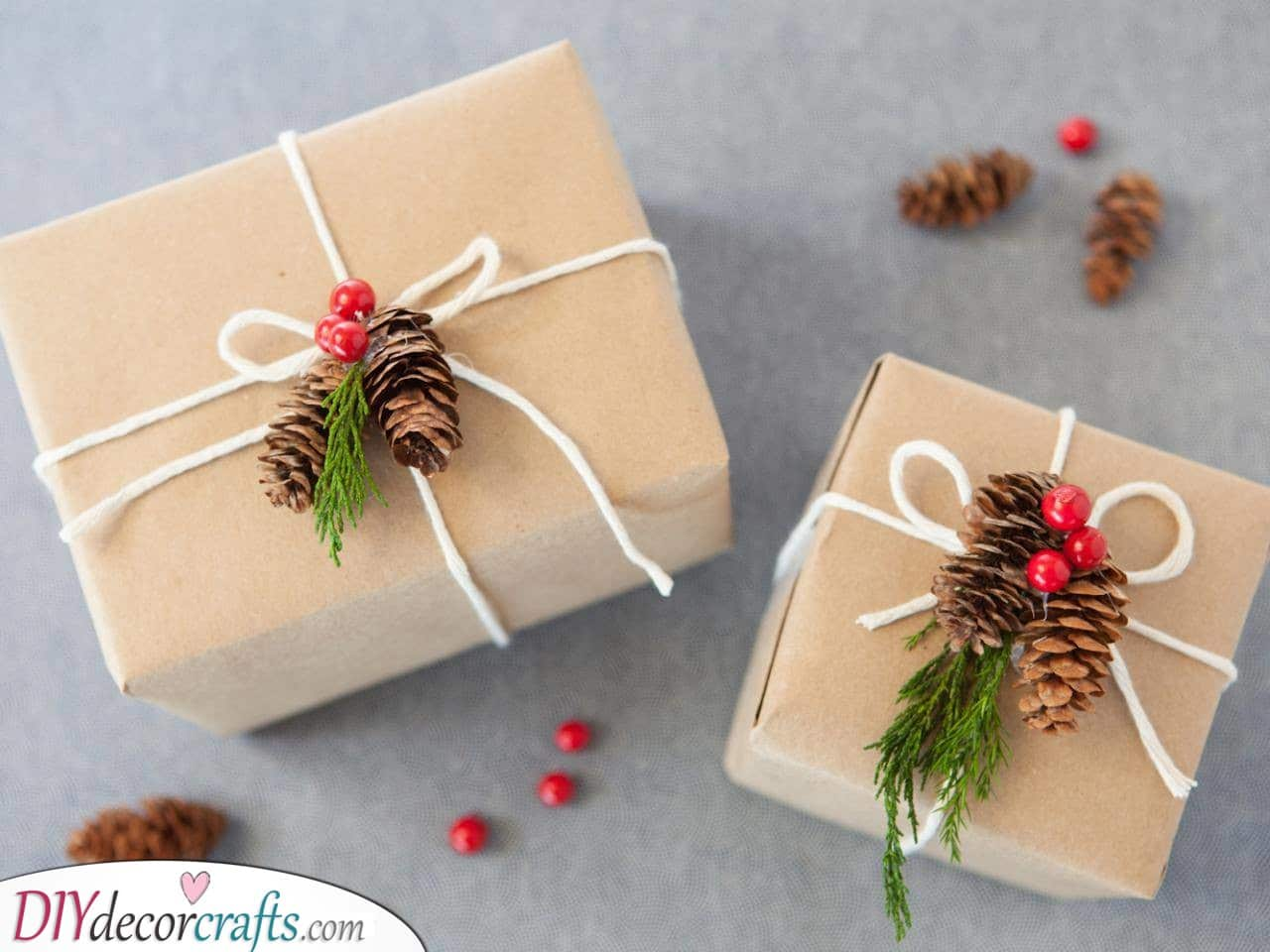 Pinecones and Mistletoe - Natural Christmas Gift Wrap Ideas
