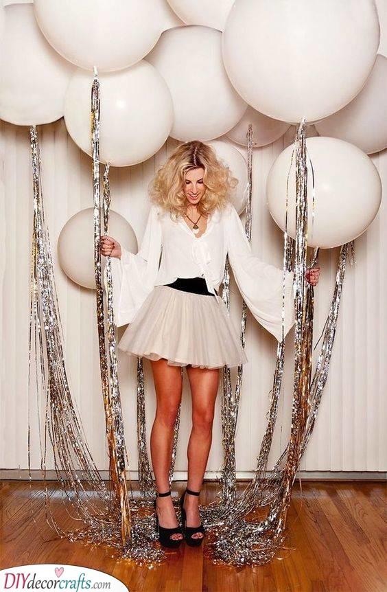 Big Balloons - New Year Decoration Ideas