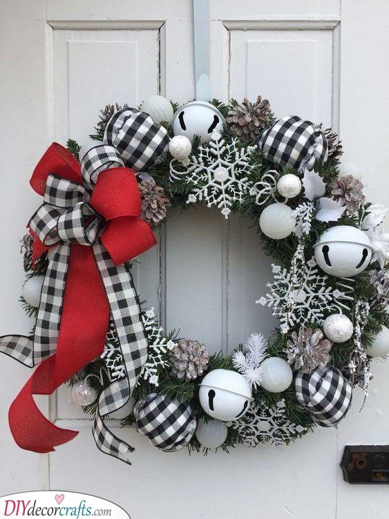 Checkered Decorations - For an Edgy Look