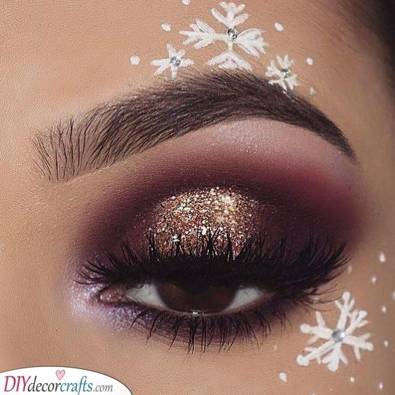 Falling Snowflakes - Simple Christmas Makeup