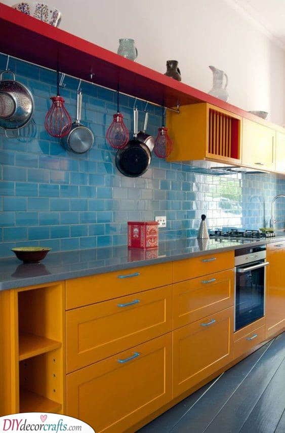 A Clash of Colours – Red, Blue and Yellow