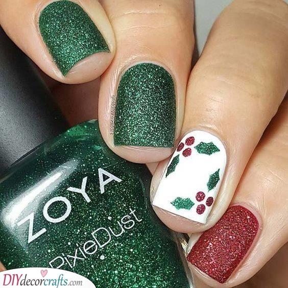 A Bit of Mistletoe - Easy Christmas Nails