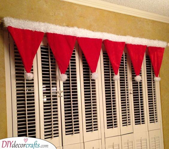 Santa Claus Hats - Christmas Window Decoration Ideas