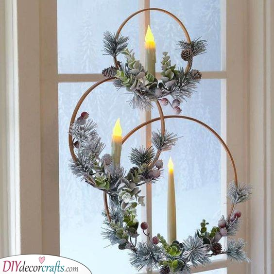 Modern Christmas Wreaths - With Flameless Candles