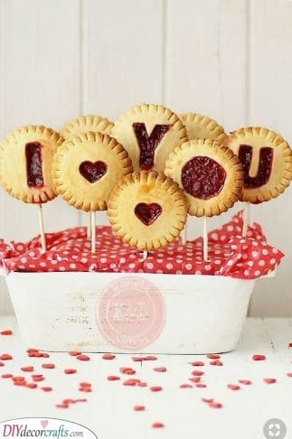 Adorable Pie Pops - Valentine's Day Food Ideas