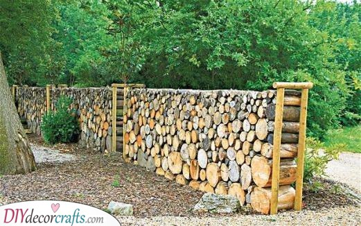 Getting Creative with Logs - A Fabulous Fence
