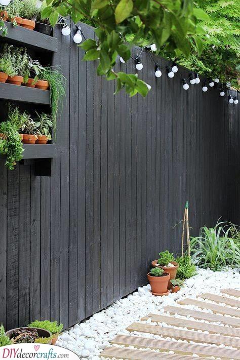 A Sleek and Modern Look - Very Cheap Garden Fence Ideas