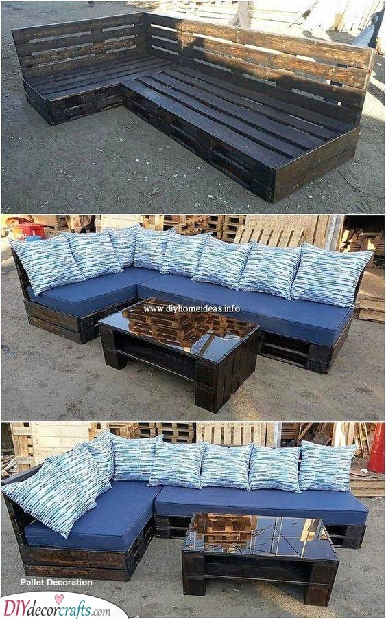 Pallet Couches and Coffee Table - Use Salvaged Materials