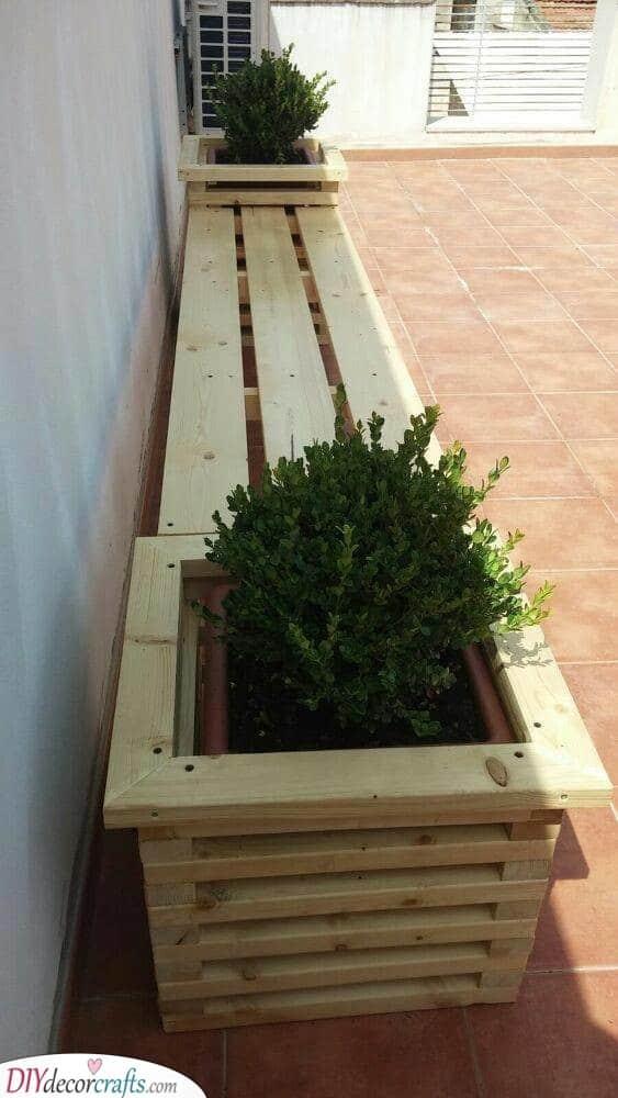 Stylish Bench - DIY Outdoor Wooden Storage Bench