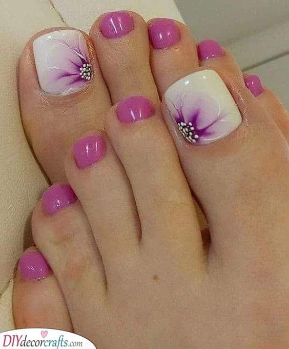 Perfect Purple Flowers - Summer Toenail Designs