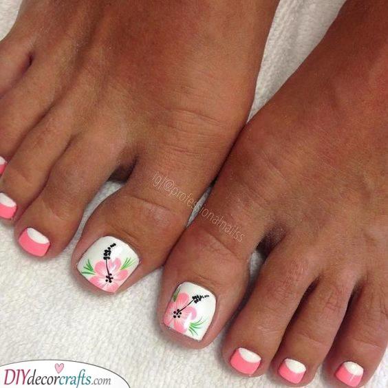 A Happy Hibiscus - Summer Toenail Designs