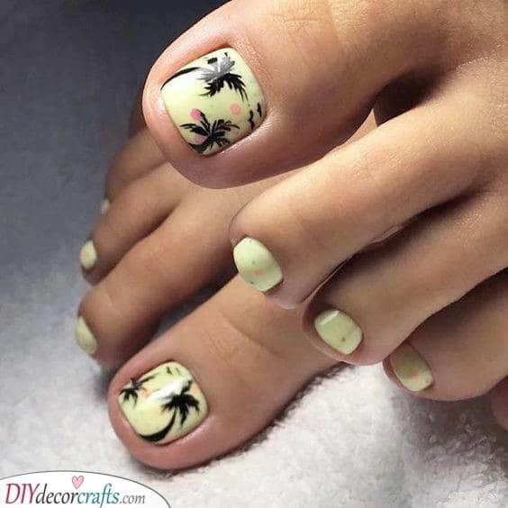 Cute Palm Trees - Summer Pedicure Ideas