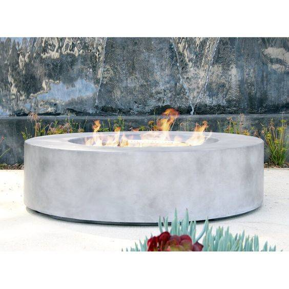 A Propane Gas Fire Pit - Modern Outdoor Fireplaces