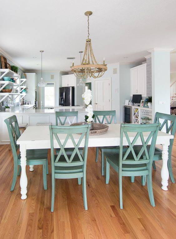 Blue and White - Coastal Dining Room Design Ideas