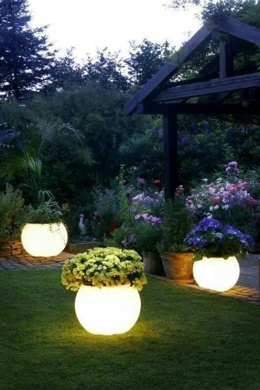 Glowing Pots - Fabulous Backyard Lighting Designs