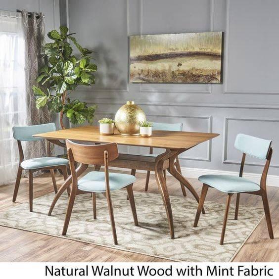 A Stylish Vase - Dining Room Table Decor Ideas