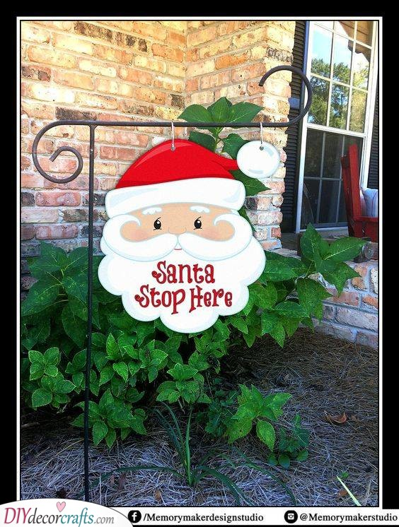 A Garden Flag - Another Stop for Mr Claus