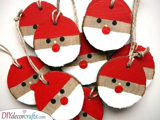 Perfect Tree Ornaments - Decorating Wooden Slices