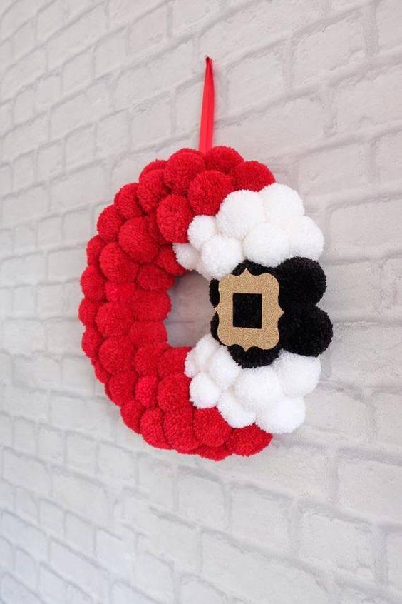 Pretty with Pompoms - Santa Claus Wreath Ideas
