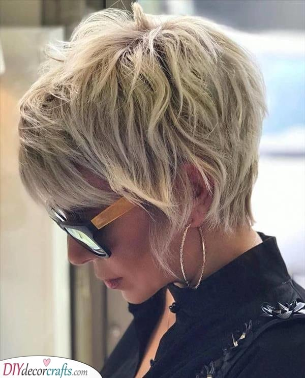 Adding Loads of Layers – Short Natural Hairstyles for Women