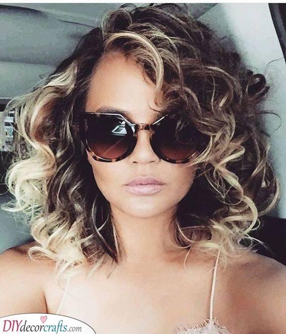 Highlight the Tips - Medium Length Curly Hair