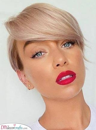 A Cool Side Fringe - Short Haircuts for Women with Thin Hair